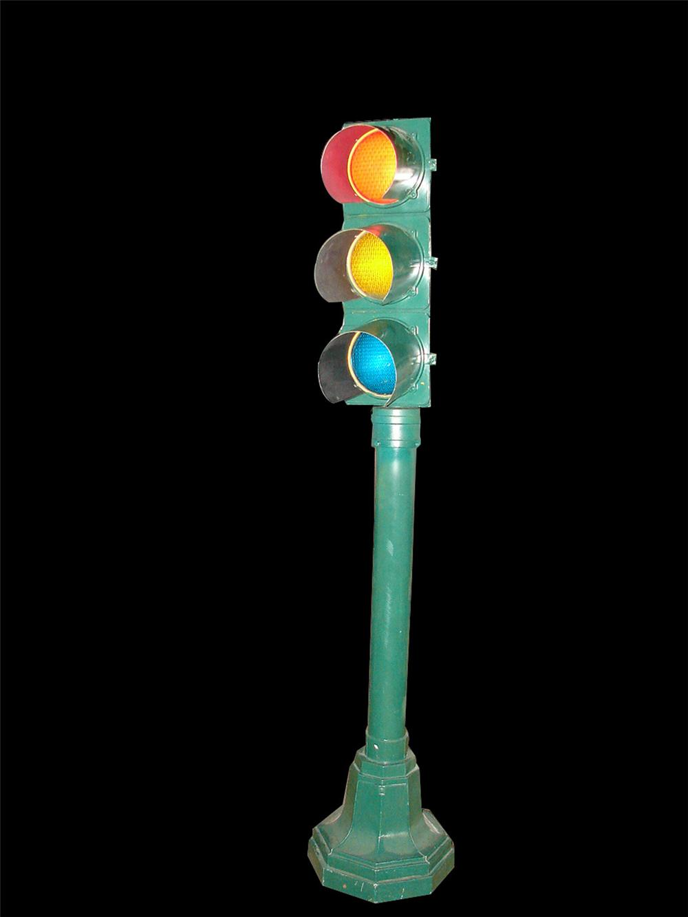 Cool 1940s-50s Traffic Stop Light with lighter timer. - Front 3/4 - 102163