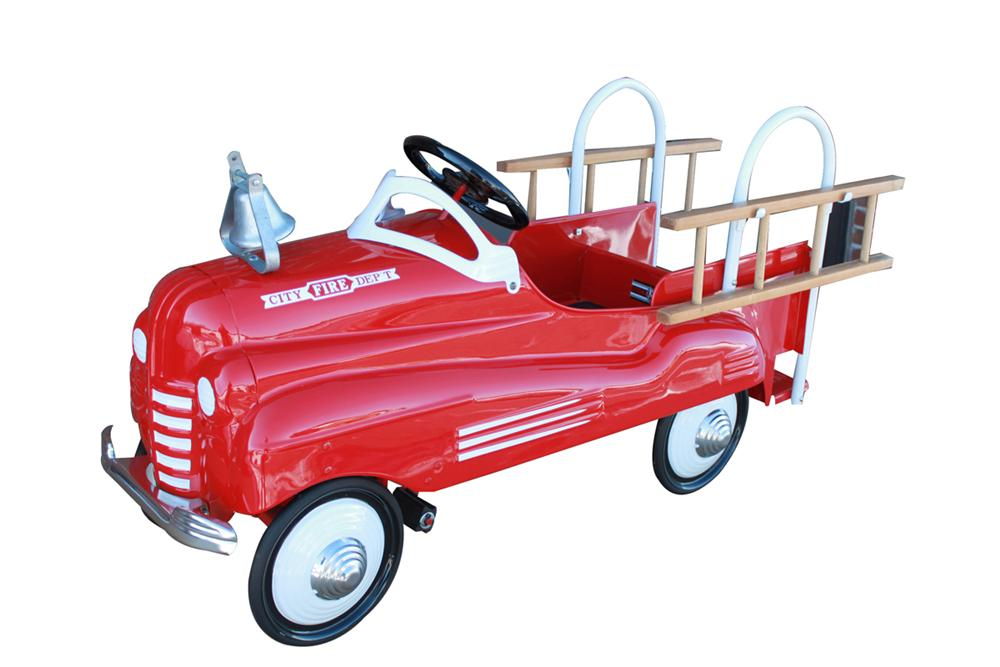 Stylish 1948 Pontiac Murray Fire truck pedal car. - Front 3/4 - 102217