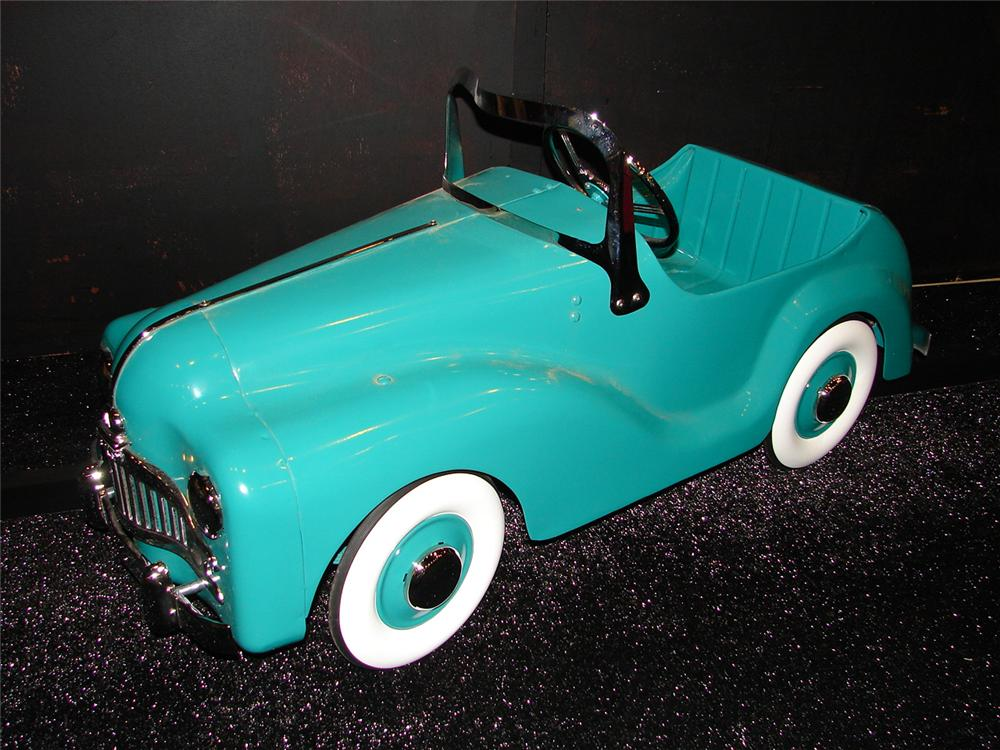 Fabulous 1940s-50s Thistle Rocket 60 pedal car. - Front 3/4 - 105463