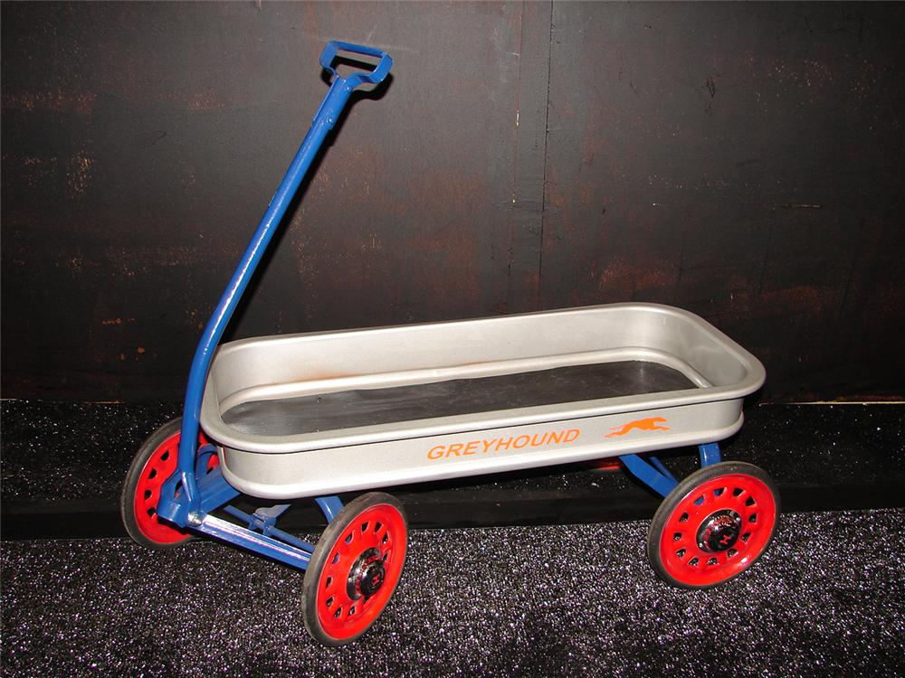 Wonderful 1940s restored Greyhound childs pull wagon. - Front 3/4 - 105465