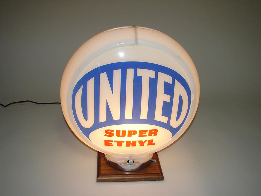 1940s-50s United Gasoline Super Ethyl gas pump globe with glass lenses in an original Capcolite body. - Front 3/4 - 113061