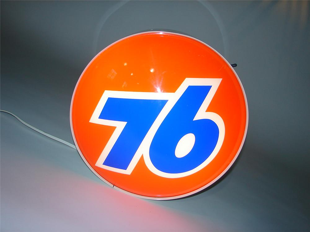 Neat 1960s Union 76 light-up three-dimensional service station sign. Lights and works perfectly. - Front 3/4 - 116591