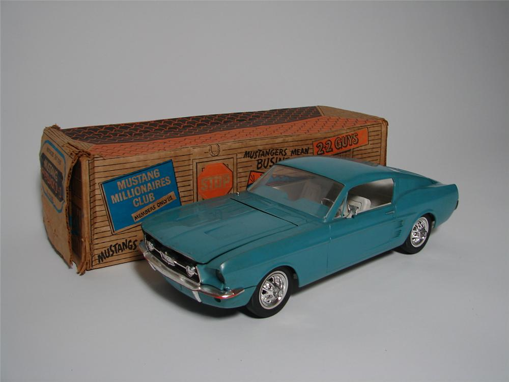Choice 1967 Ford Mustang Fastback 2+2 motorized dealer promotional still in the original box. - Front 3/4 - 116713