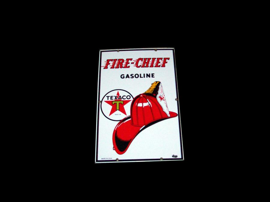 1950s Texaco Fire Chief porcelain pump plate sign. Very clean with just one chip! - Front 3/4 - 116954