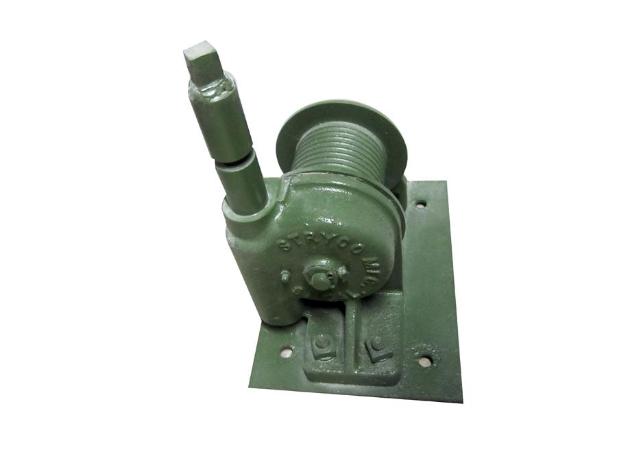 Nearly impossible to find 1940s-50s Military hand crank Jeep winch. - Front 3/4 - 117019