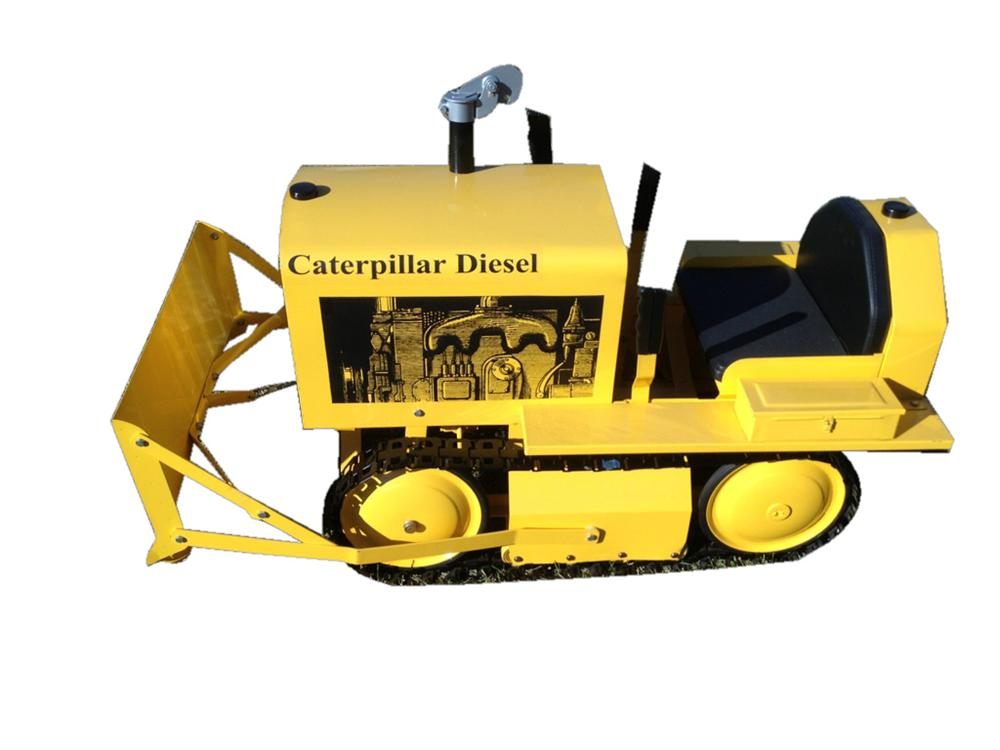 Choice Caterpillar D-4 childs pedal car bulldozer with uncommon fuel tank compartment. - Front 3/4 - 117138