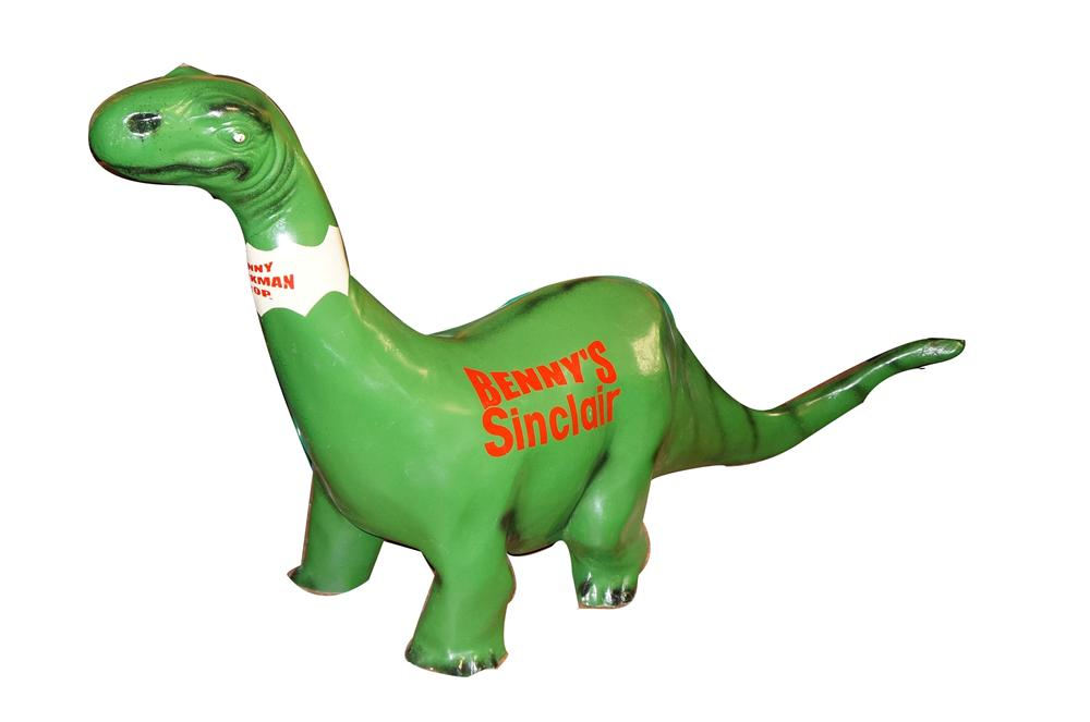 Outstanding restored Sinclair Service Station three-dimensional drive-way Dino made of cast metal. - Front 3/4 - 125620