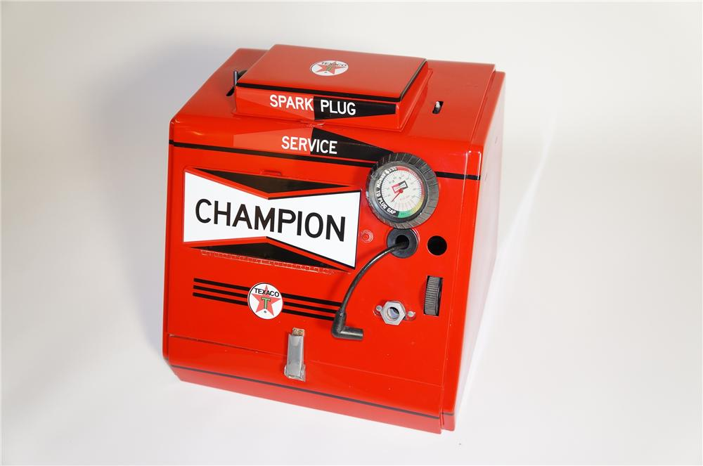Fabulous aesthetically restored 1950s Champion Spark Plugs Texaco Oil counter-top spark plug cleaner/servicer. - Front 3/4 - 125624