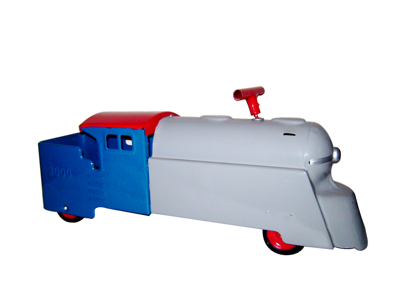 Fun 1950s fully restored Marx 3000 Childs ride-on train engine. - Front 3/4 - 125650