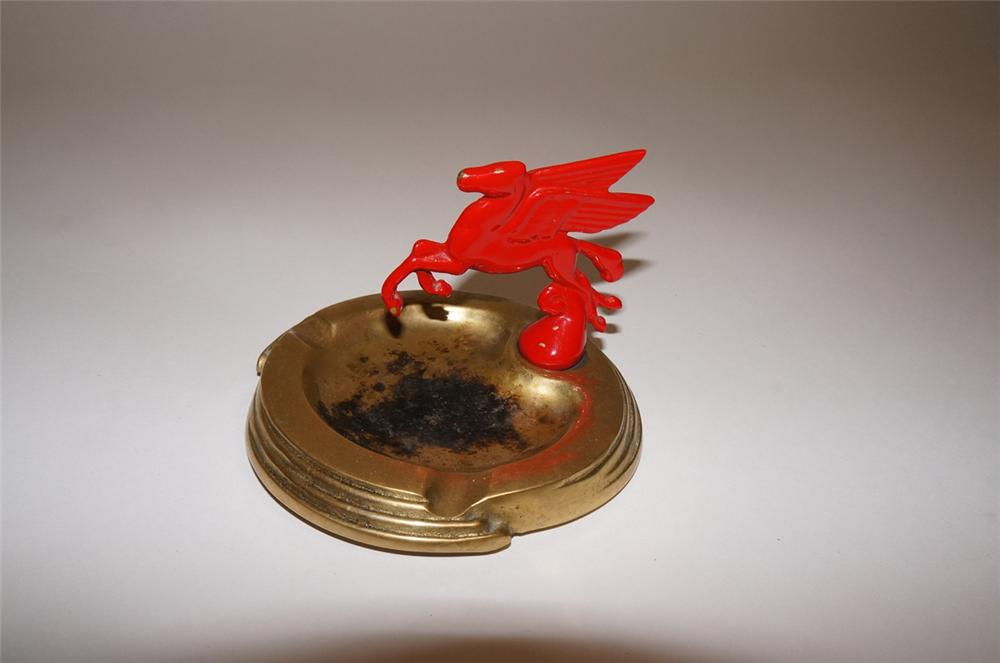 1930s Mobil Oil service station ashtray with Pegasus hood mascot.  Lightly used. - Front 3/4 - 130651