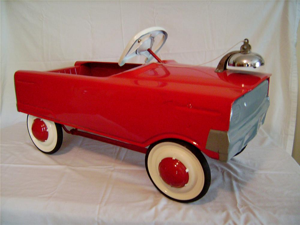 Fully restored 1960 Murray Tooth Grill Roadster pedal car. - Front 3/4 - 130887