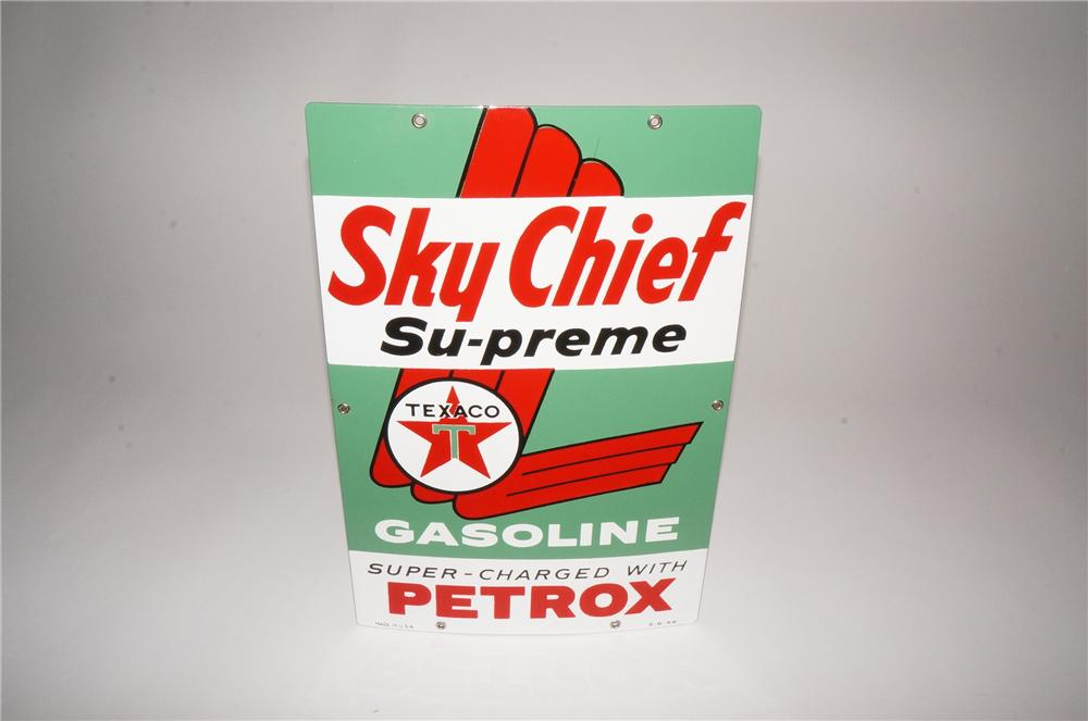 N.O.S. 1959 Texaco Sky Chief Supreme with Petrox porcelain pump plate sign. - Front 3/4 - 133111