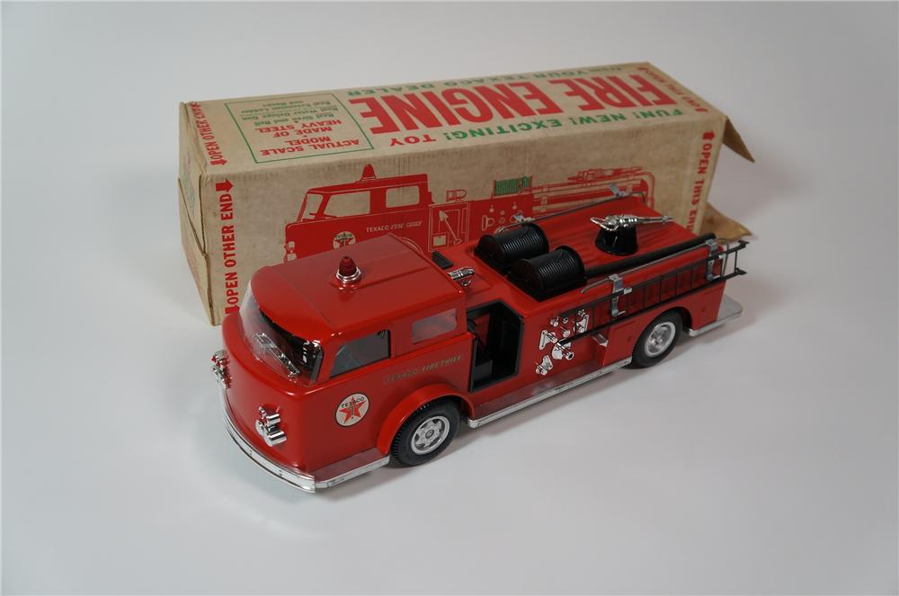 Phenomenal early 1960s Texaco Fire Chief Buddy L Toys promotional fire engine with working water gun. - Front 3/4 - 133302