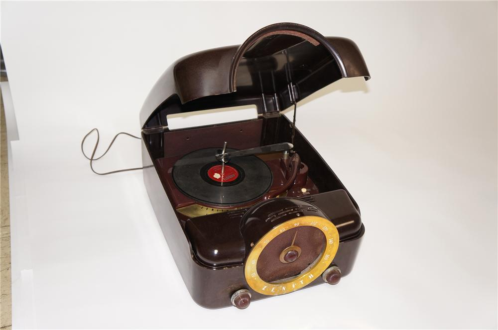 1940s-50s Zenith Automotive inspired Bakelite portable record player/radio. - Front 3/4 - 133334