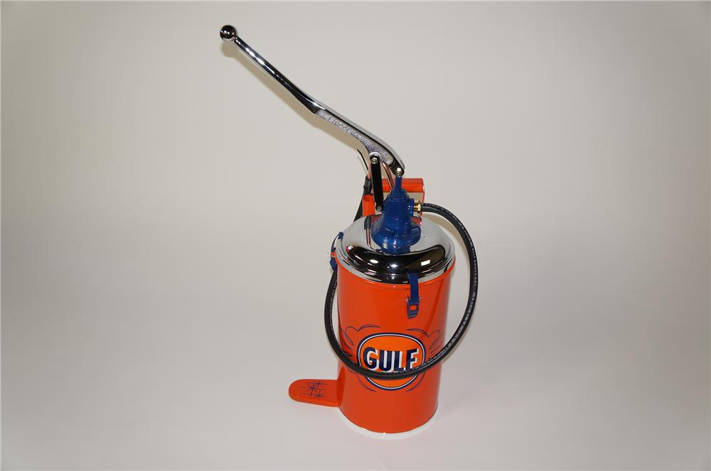 Very stylish 1940s Gulf Oil service department hand pump greaser by Lincoln mfg. - Front 3/4 - 138749