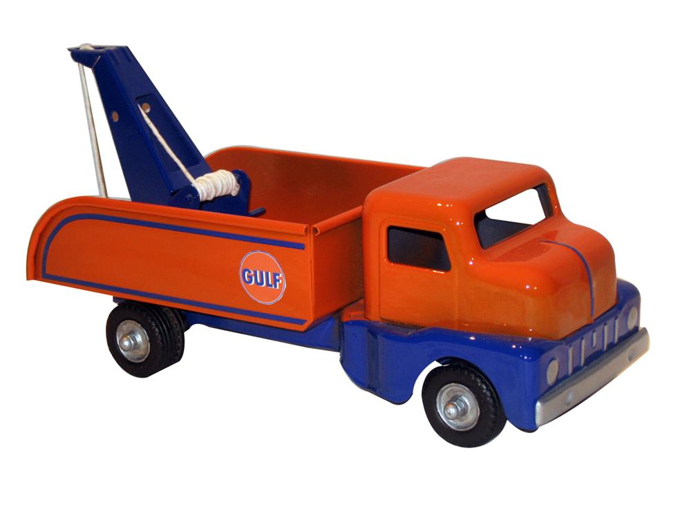 Restored 1950s Structo Toys Gulf Oil service station tow truck.  Very nice! - Front 3/4 - 138844