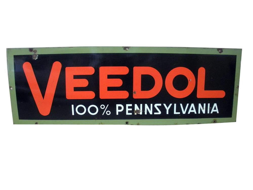 Wonderful 1930s Veedol single-sided porcelain service station sign. - Front 3/4 - 138880