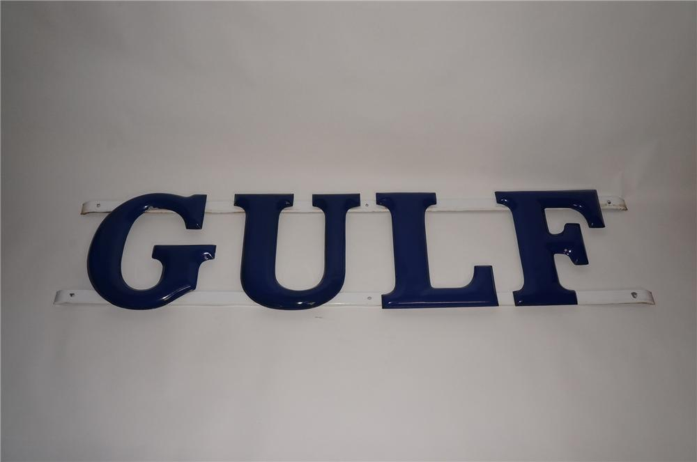 Stunning 1940s Gulf Oil single-sided porcelain service station letter sign. - Front 3/4 - 139635