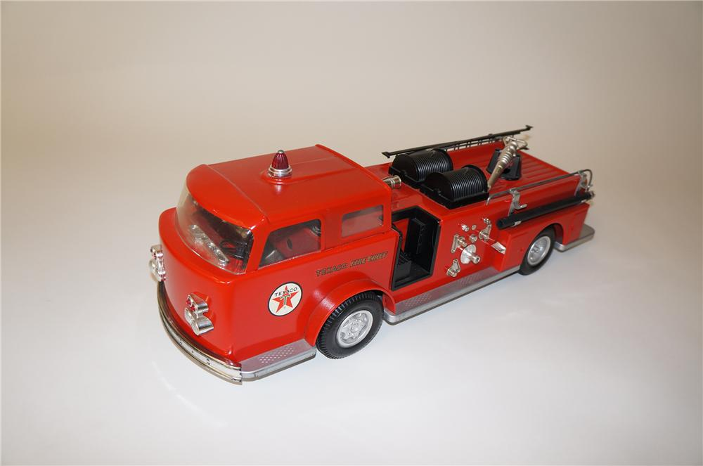 Nifty 1950s Texaco Fire Chief promotional toy fire truck designed to actually shoot water! - Front 3/4 - 139695