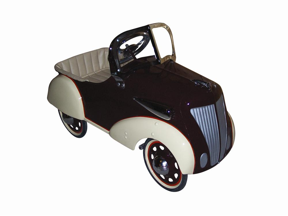 Beautiful 1936 Ford Deluxe pedal car by Steelcraft. - Front 3/4 - 139810