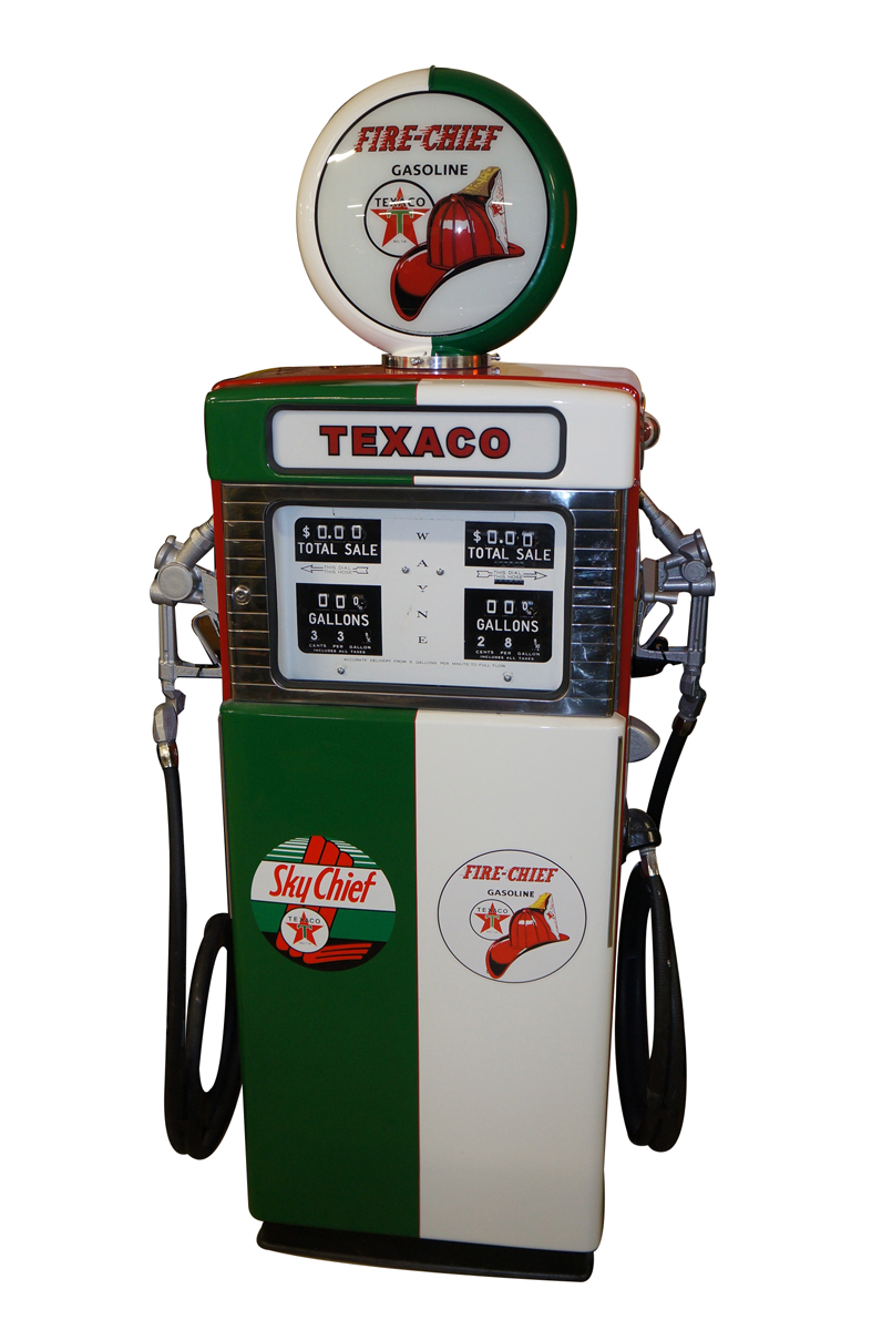 Highly desirable late 1950s-60s restored Texaco Fire Chief/Sky Chief Wayne model #505 dual gas pump. - Front 3/4 - 151824