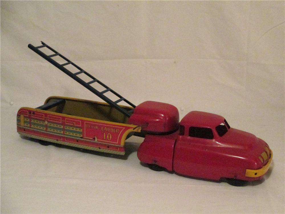 1945 Wyandotte Toys Hook and Ladder tractor fire truck #10 with crank ladder. - Front 3/4 - 154714