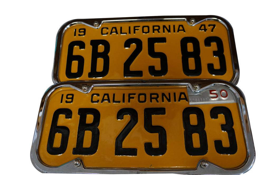 Set of N.O.S. 1947 California License plates with 1950 metal tabs. - Front 3/4 - 154737