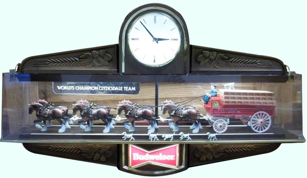 Fantastic Budweiser On Parade light-up rotating tavern sign featuring the world famous Budweiser Clydesdales. - Front 3/4 - 158327