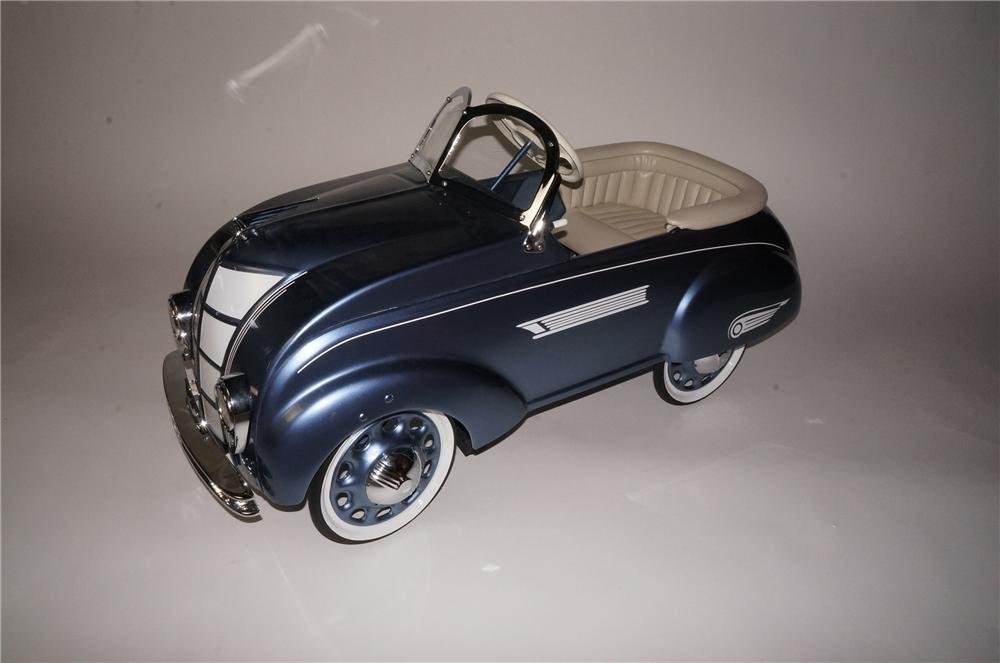 1941 Chrysler Airflow pedal car by Steelcraft. - Front 3/4 - 162763