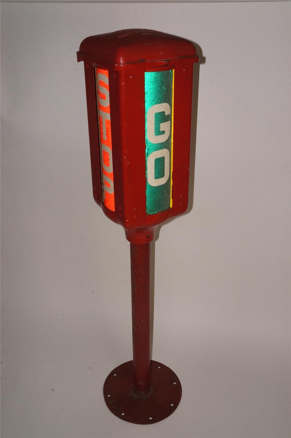 Unusual all original 1930's wine-up Municipal Auxiliary Traffic Signal. - Front 3/4 - 163068