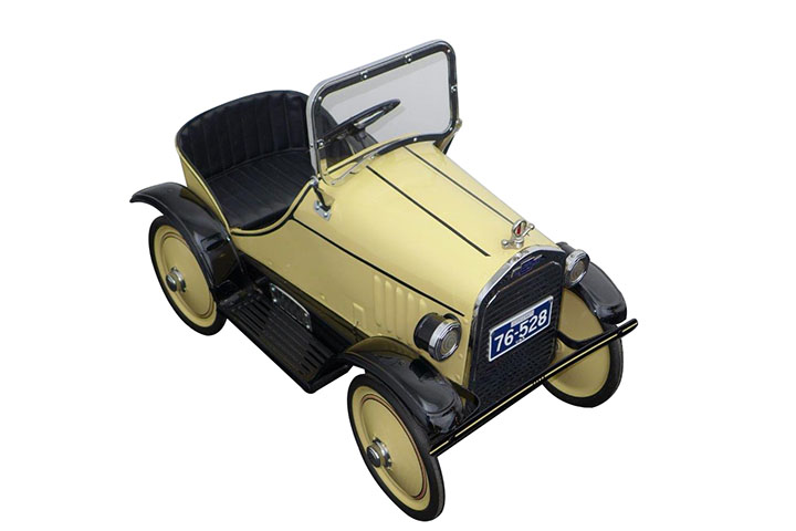 Stylish late 1920's Chevrolet Steelcraft pedal car. Nicely restored with upholstered seat, hood mascot, light pods and more. - Front 3/4 - 163194