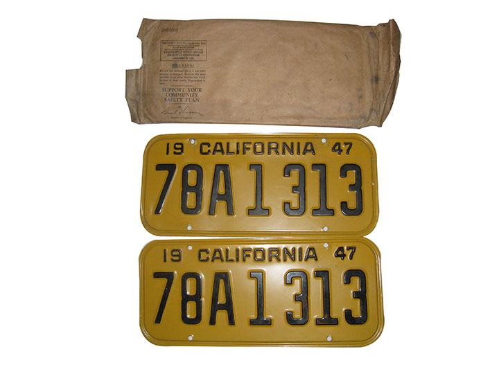N.O.S. set of 1947 California metal embossed license plates still in the original shipping sleeve.  Pristine condition! - Front 3/4 - 163200