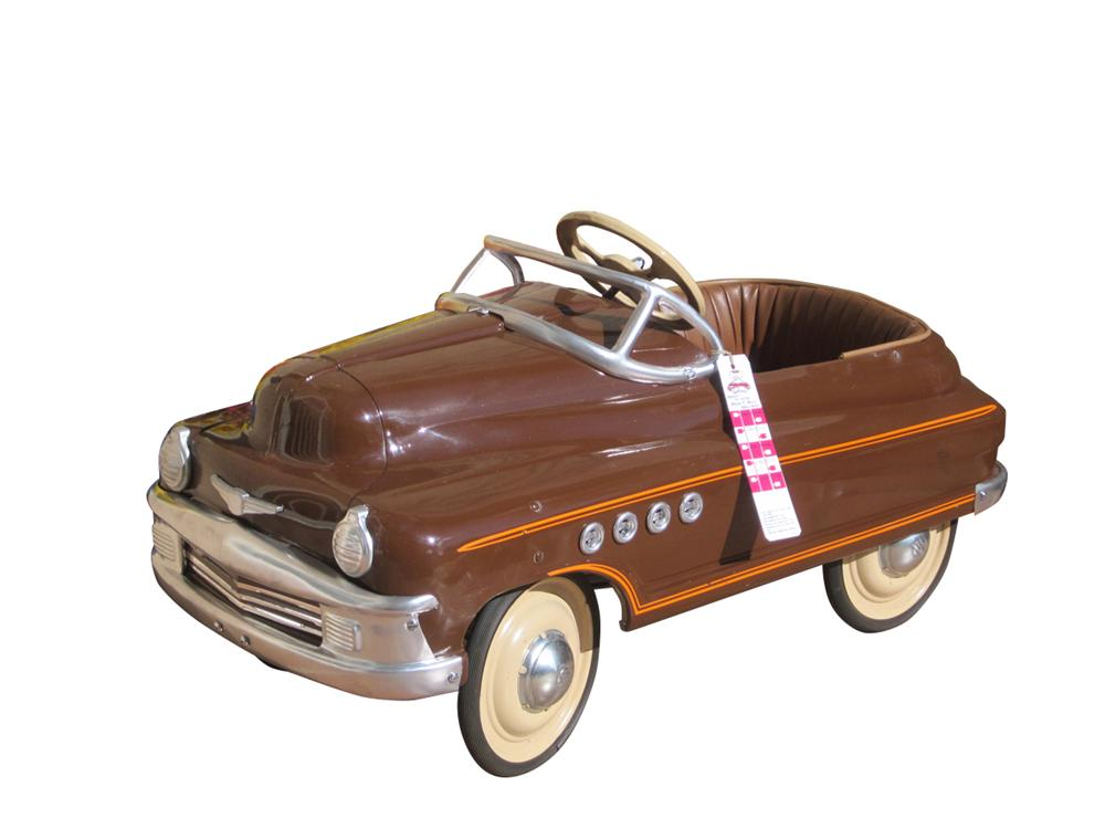 Sharp 1941 Buick Roadmaster pedal car by Murray. - Front 3/4 - 163300