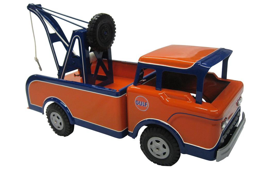 Vintage Marx tow truck with stunning custom one-of-a-kind Gulf paint scheme. - Front 3/4 - 163334