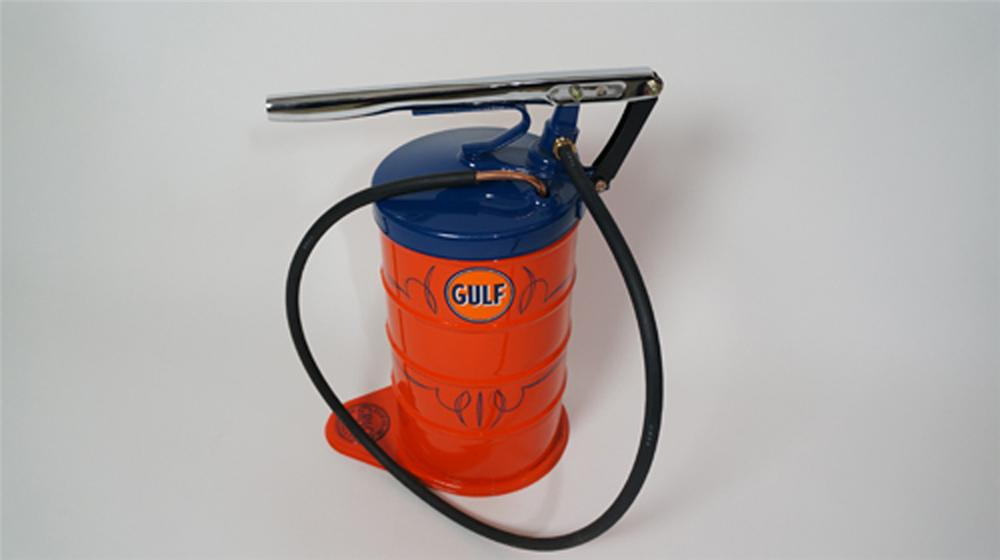 Nicely restored 1930's Gulf Oil service department Graco five gallon pump greaser. - Front 3/4 - 170637