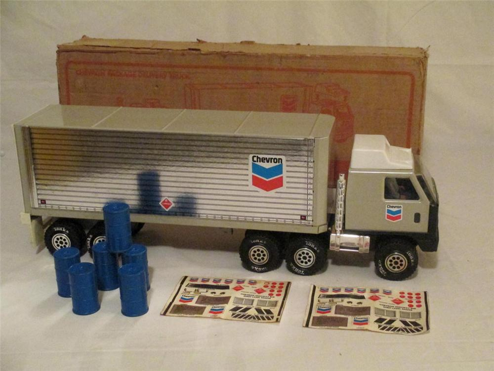 N.O.S. 1978 Tonka Chevron Dealer Promotional Package Delivery Truck with six original oil barrels and 2 decal sheets. - Front 3/4 - 170903
