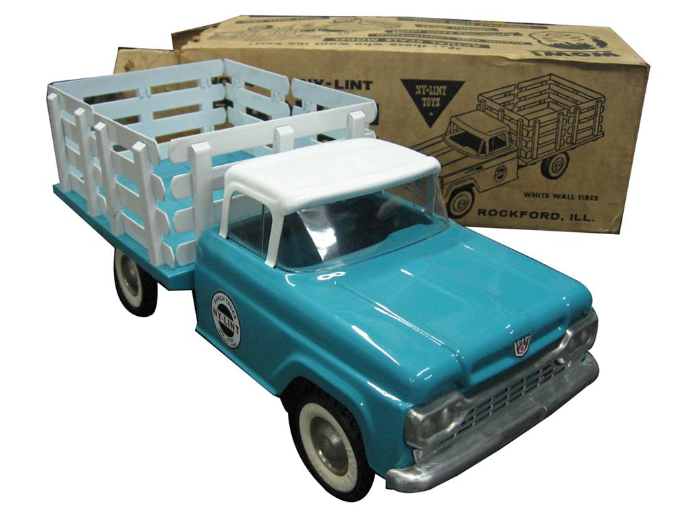 Perfectly restored 1950's Nylint Ford Ranch Truck with original box. - Front 3/4 - 170912