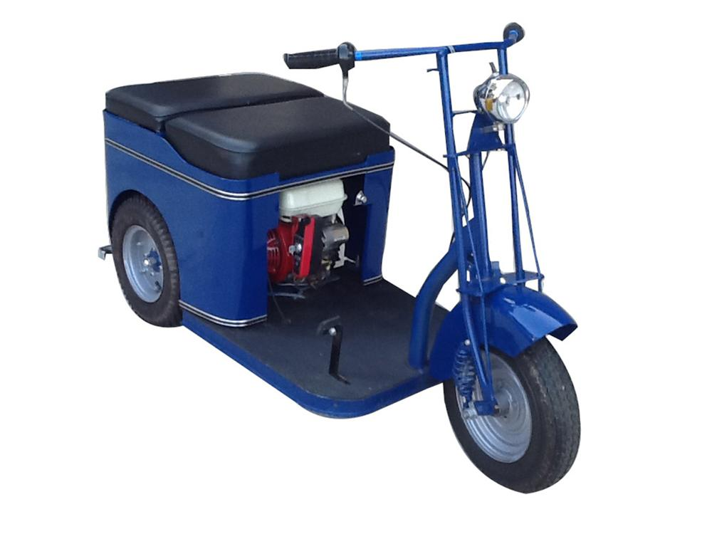 1950 Cushman Service Scooter nicely restored with leather seat, headlight, electric start and more. - Front 3/4 - 170917