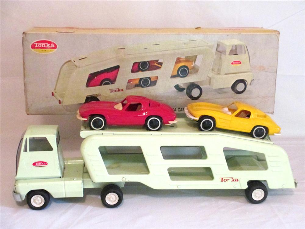 N.O.S. 1963 Tonka Car Transporter with original box and two 1963 split window corvettes. - Front 3/4 - 174903