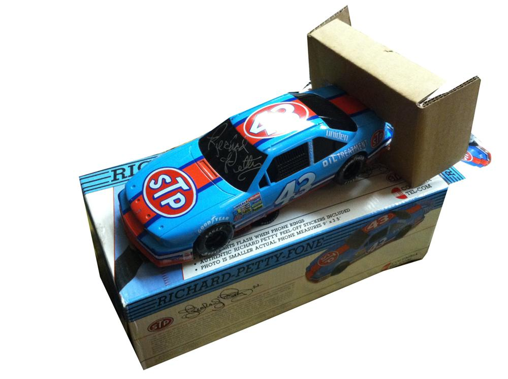 1992 Richard Petty collector's edition phone personally autographed by Richard Petty. - Front 3/4 - 175092