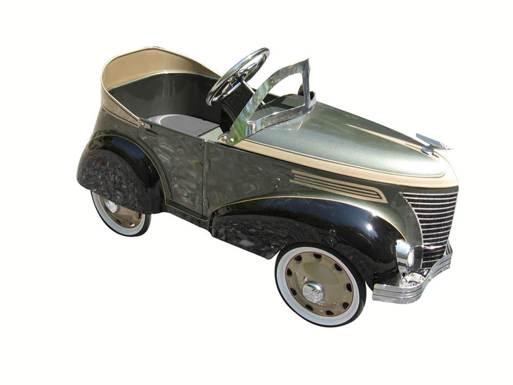 Restored Gendron pedal car with absolutely wonderful custom two tone paint - Front 3/4 - 175103