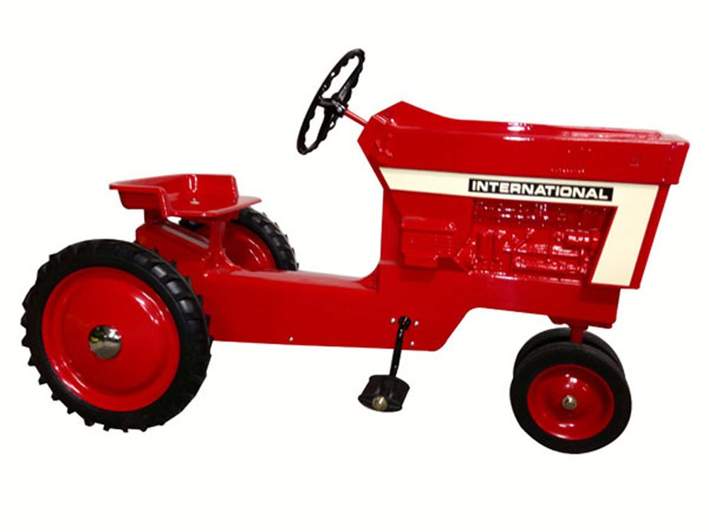 Perfectly restored 1971 International Harvester pedal tractor. - Front 3/4 - 175112