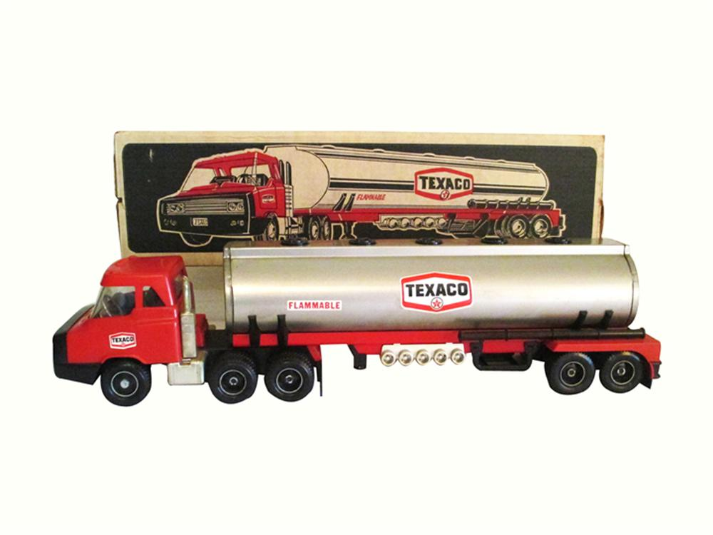N.O.S. 1960's Texaco Dealer exclusive promotional Texaco tank truck tractor trailer - Front 3/4 - 177928