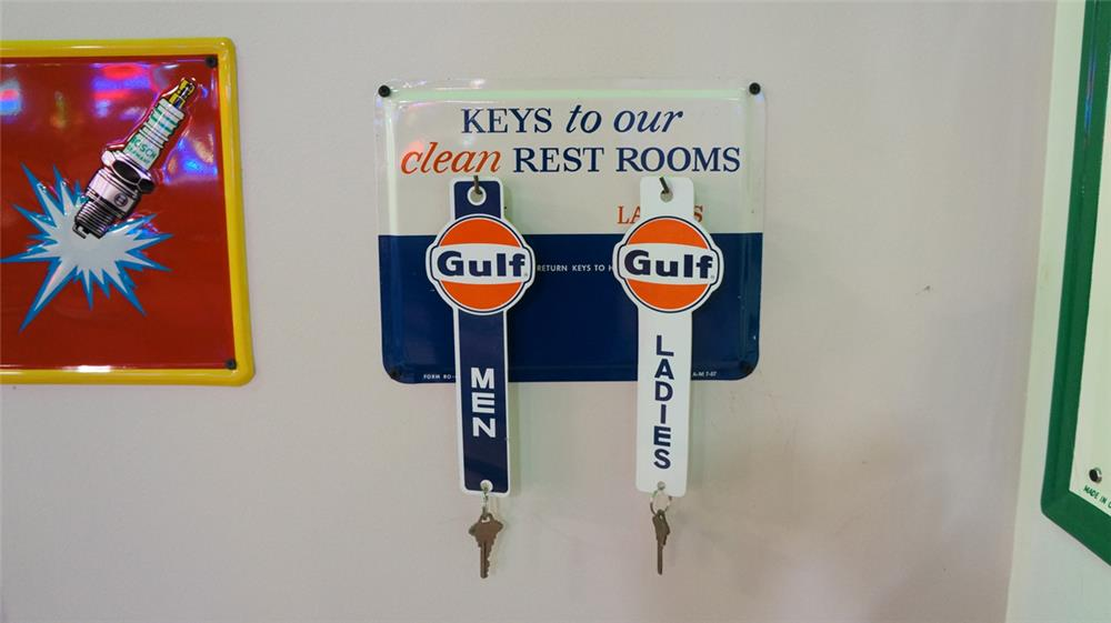 N.O.S. 1957 Gulf Oil service station tin rest room key sign with two Gulf rest rooms keys. - Front 3/4 - 178735