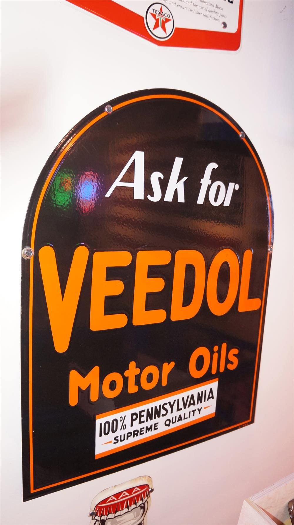 1930's Veedol Motor Oil double-sided porcelain tombstone shaped sign. - Front 3/4 - 178843