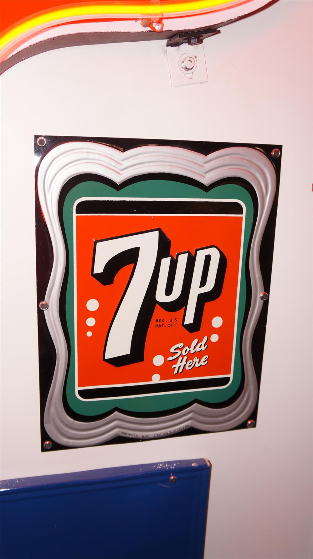 Stylish N.O.S. 1946 7-up Soda embossed tin sign with nice colors and design. - Front 3/4 - 178900