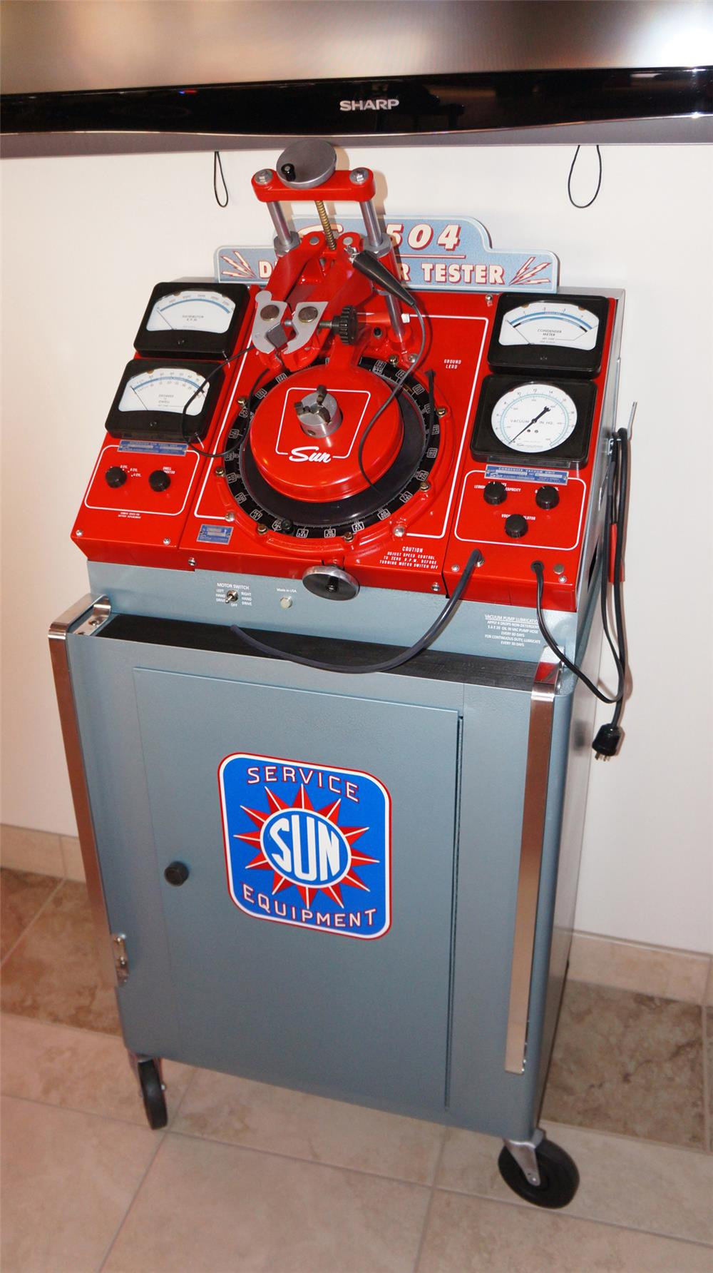 Amazing all original 1950's Sun Automotive Distributor Tester presents in day one condition. - Front 3/4 - 178985