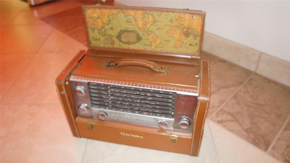 Circa 1940's-50's RCA Victor portable car radio in leather case. - Front 3/4 - 179007