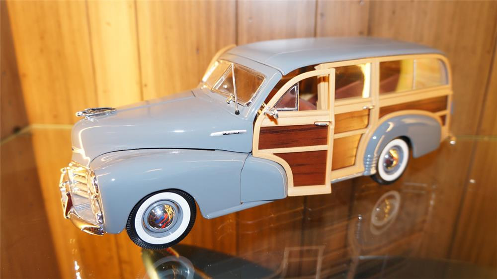 Wonderful 1/18 scale 1948 Chevrolet Fleetmaster die cast woody wagon by Maistro. - Front 3/4 - 179112