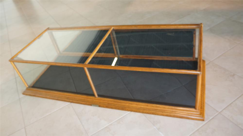 Nice turn of century counter top wooden store display case by L. Paulle of Minnesota. - Front 3/4 - 179149